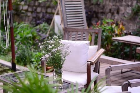 Disfruta este verano de los patios decorados (¡con muchas plantas!)