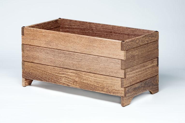 Huerto urbano con maceteros de madera | SEAKIT